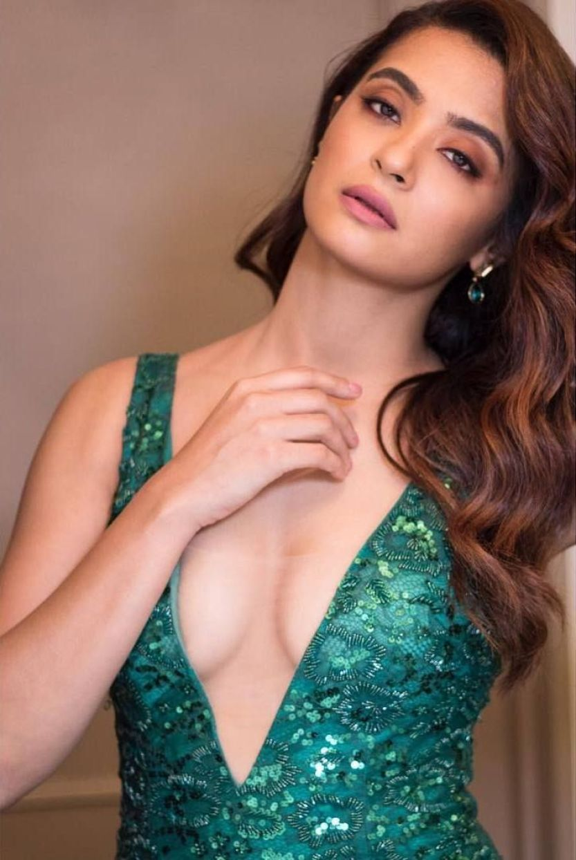 Surveen Chawla at Filmfare Awards 2018 - Page 3 | Bollywood Celebs |  Fropky.com