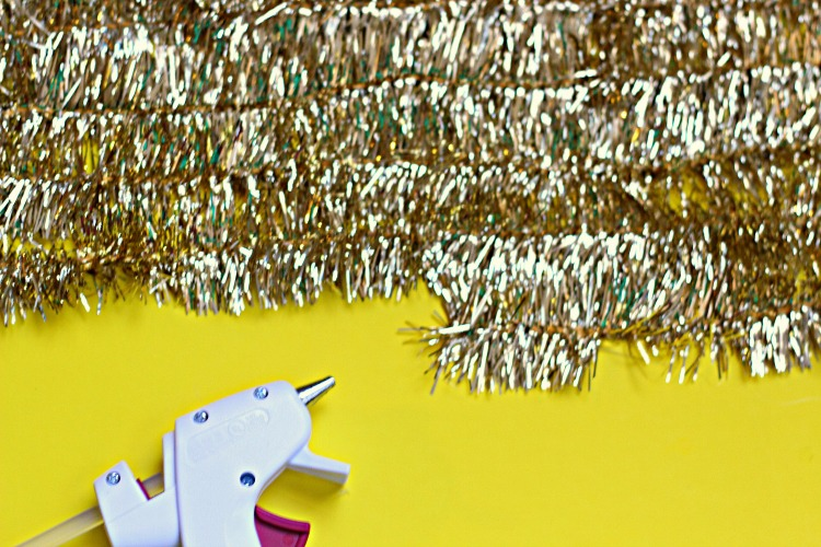 diy garland glitter background