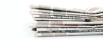 Prime pagine dei quotidiani.