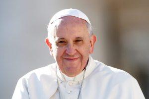 """Papa Francesco: """"Condividere proprietà non è comunismo, ma cristianesimo allo stato puro""""."""
