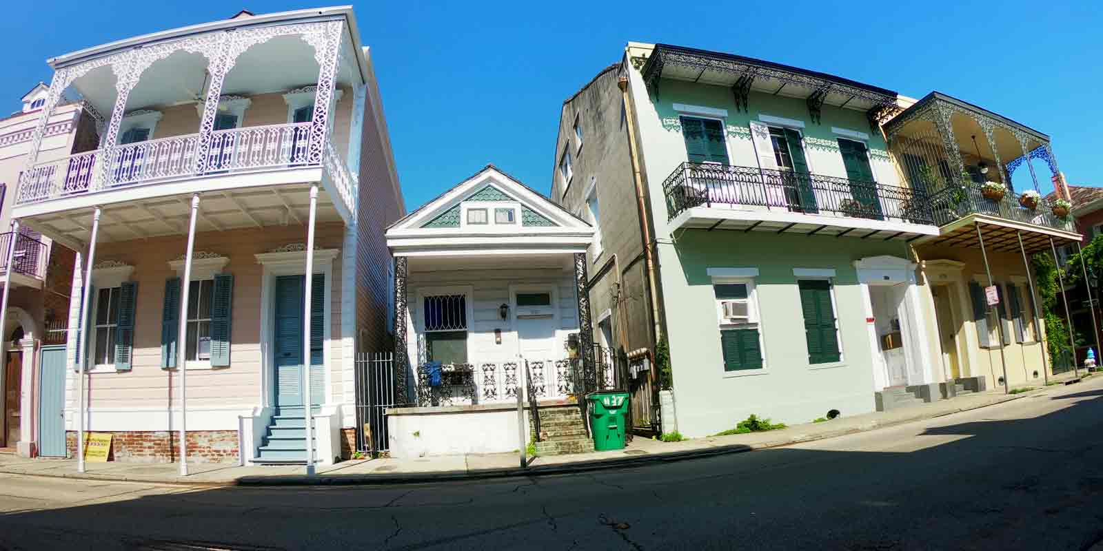 Admire the blend of architectural styles in New Orleans' French Quarter.