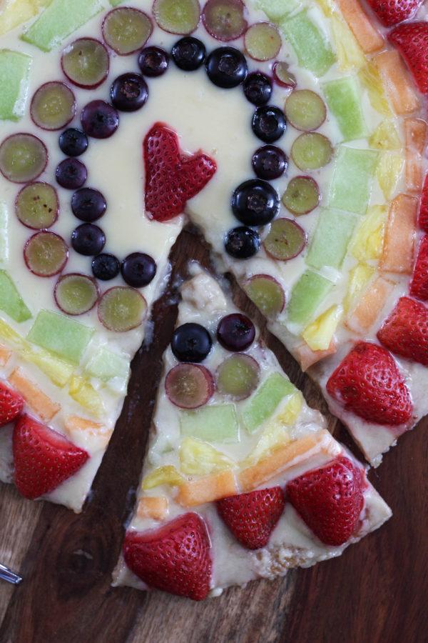 mascarpone-fruit-rainbow-pizza-slice