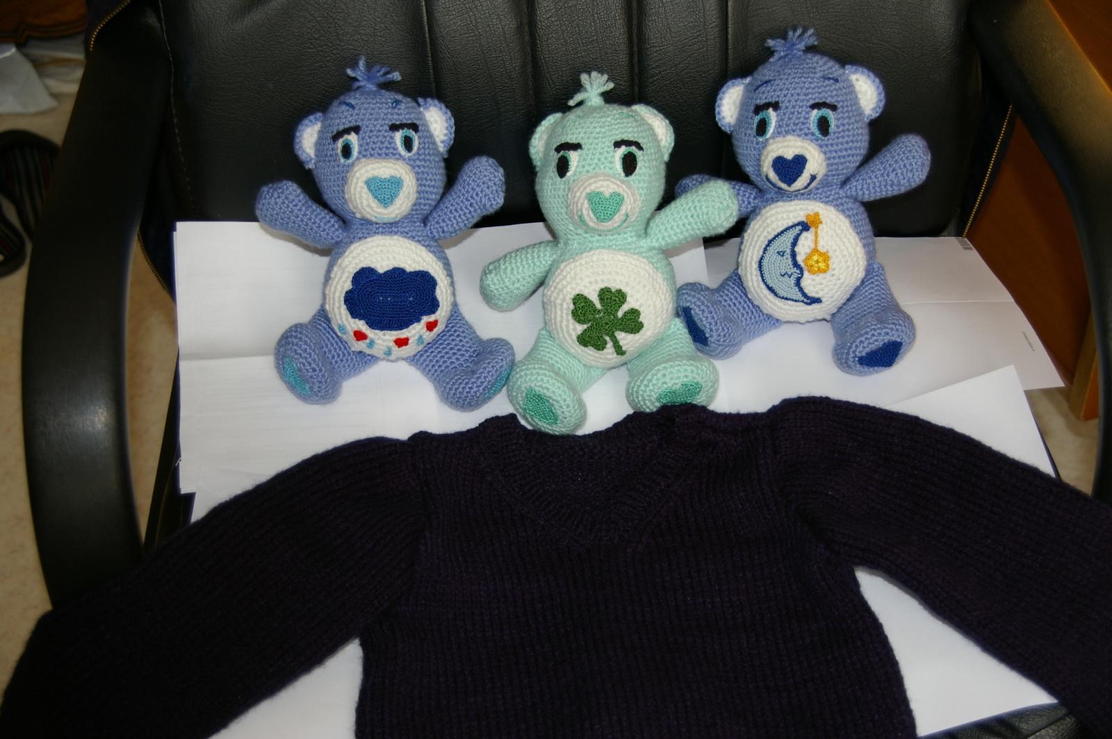 Ici, j'ai mis trois doudous car je ne sais pas si j'envoies deux bleus ou bien un bleu et un vert.