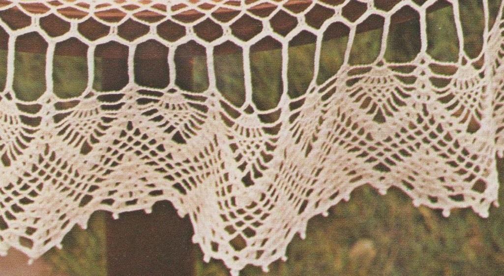 L'entre deux composé de tiges en mailles serrées, et la bordure.