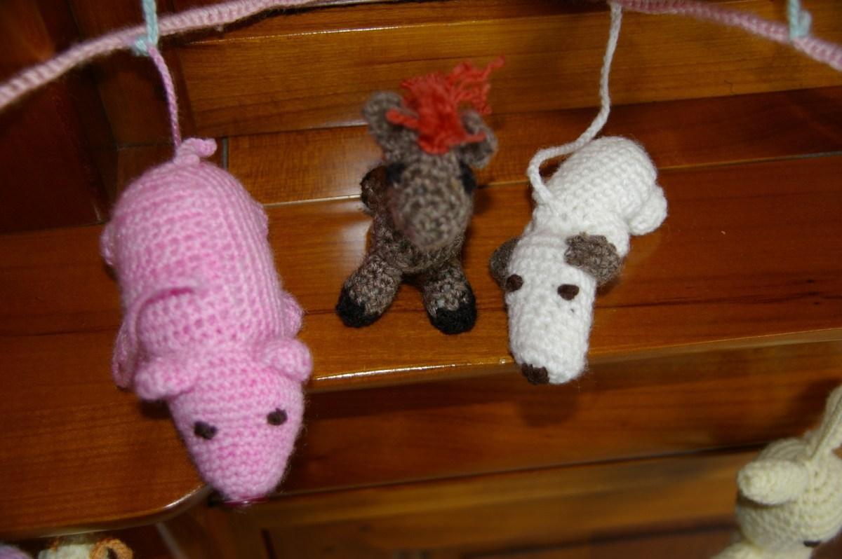 Voici notre cheval entre le cochon et le petit chien.