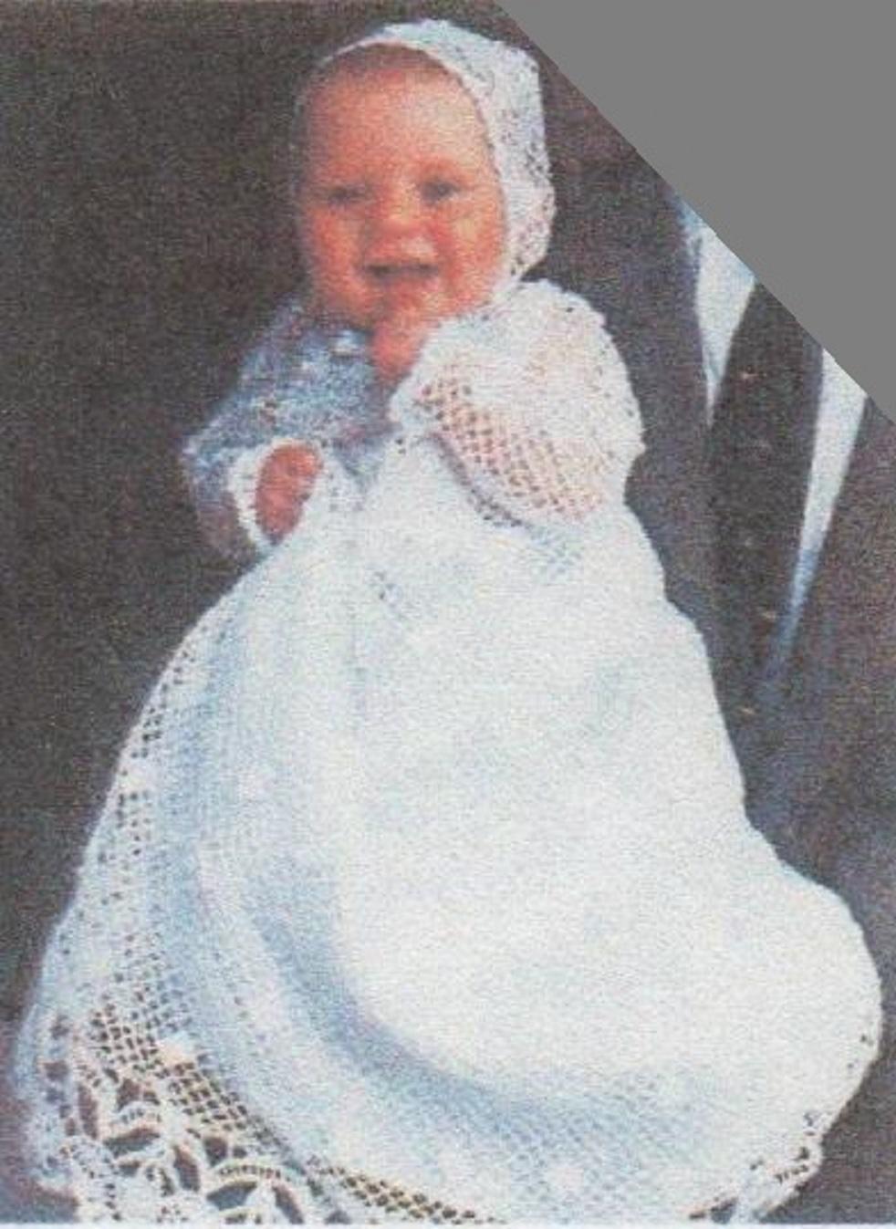 C'est une robe doublée en satin blanc