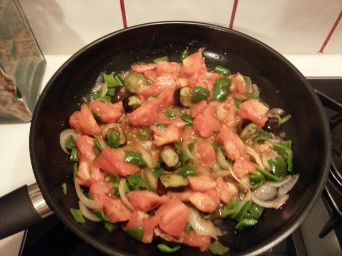 J'y ajoute ensuite les tomates.