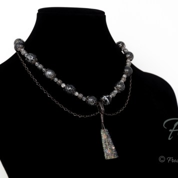 Double-strand glass necklace with crackle glass and black crackle acrylic