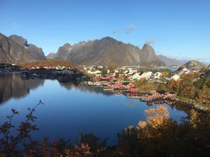 Reine in de herfst, Lofoten, Noorwegen, Fru Amundsen