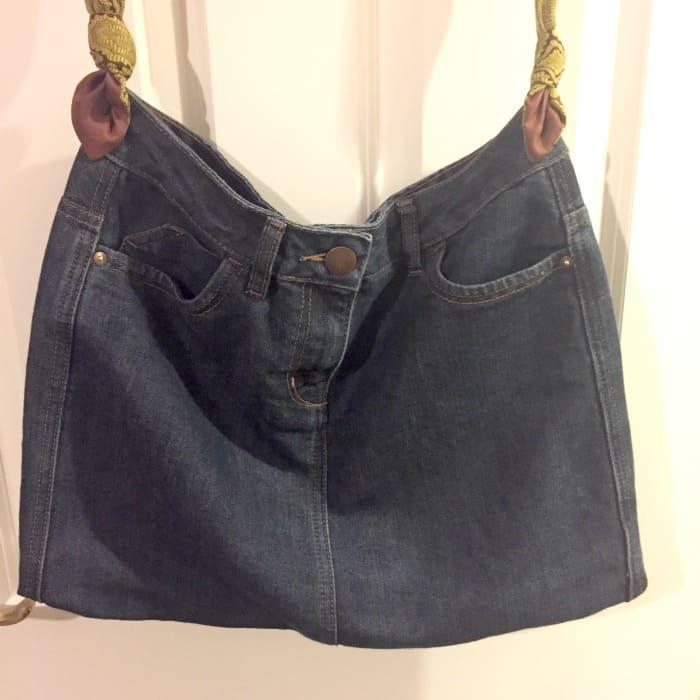 How to make a handbag from a skirt