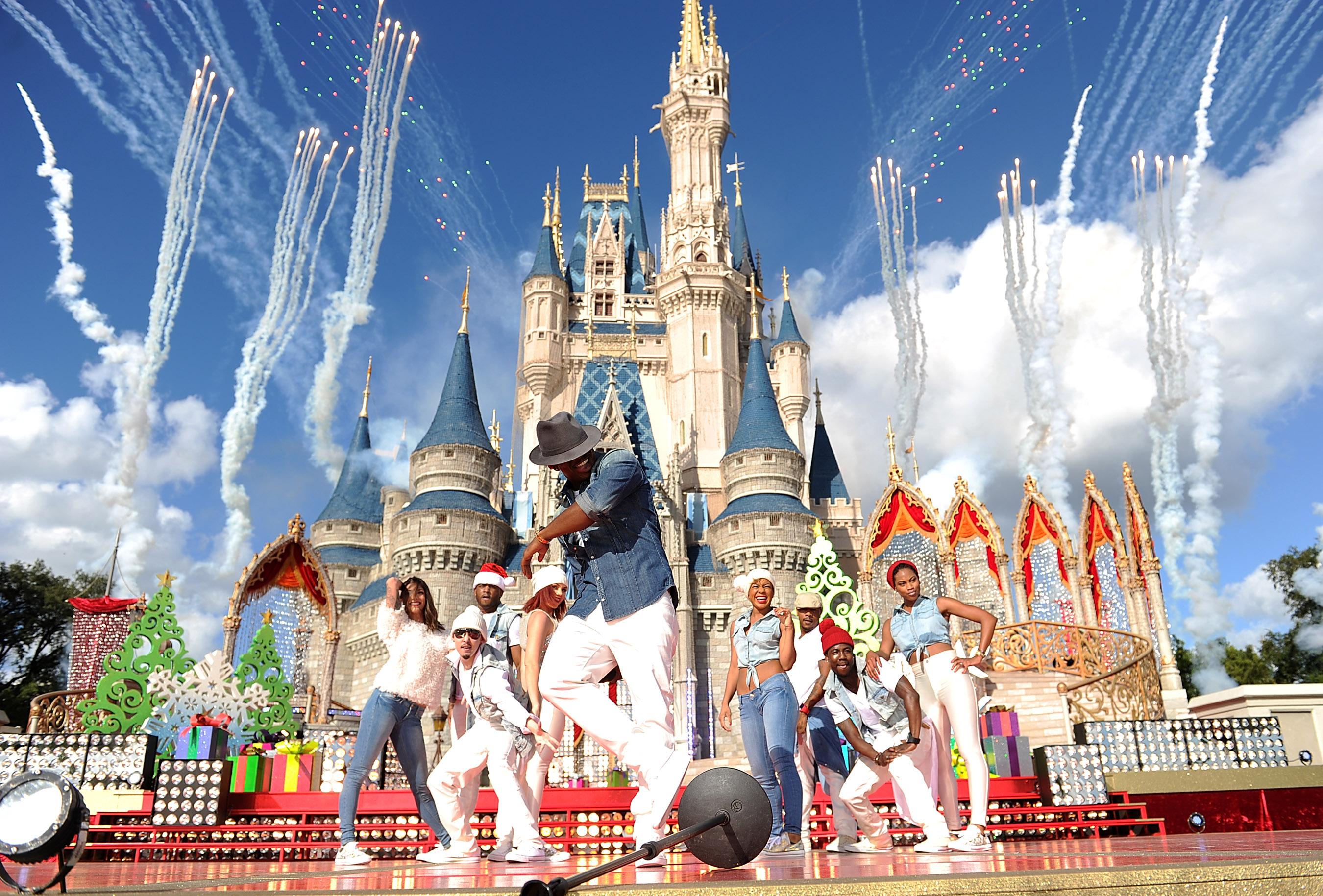 6 2013 while taping the disney parks christmas day parade tv special at the magic kingdom park at walt disney world resort in lake buena - Disney Christmas Day Parade
