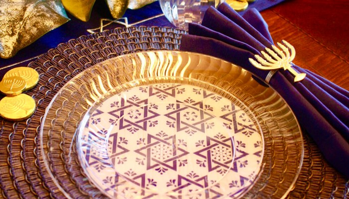 Easy Hanukkah Place Setting