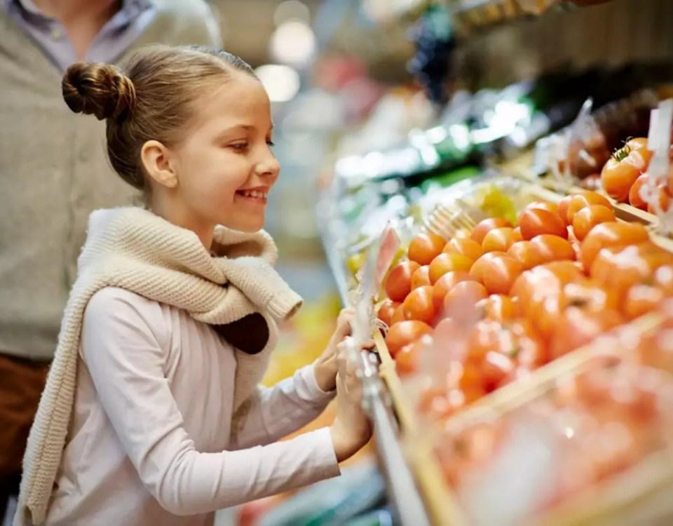 Bambina-verdura-Legambiente-pesticidi