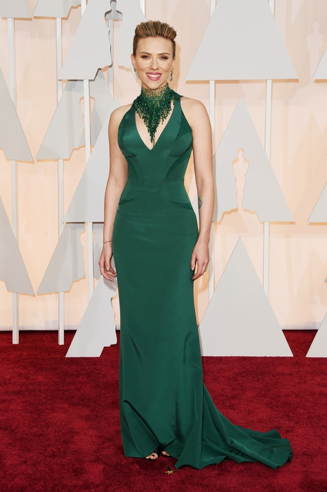 scarlett-johansson-green-versace-dress-oscars-2015