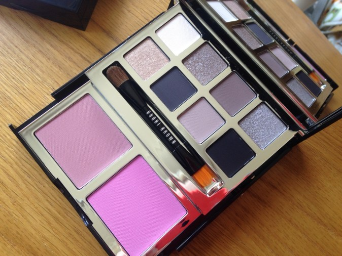Bobbi Brown Gift Set (Image: mixed gems.co.uk)