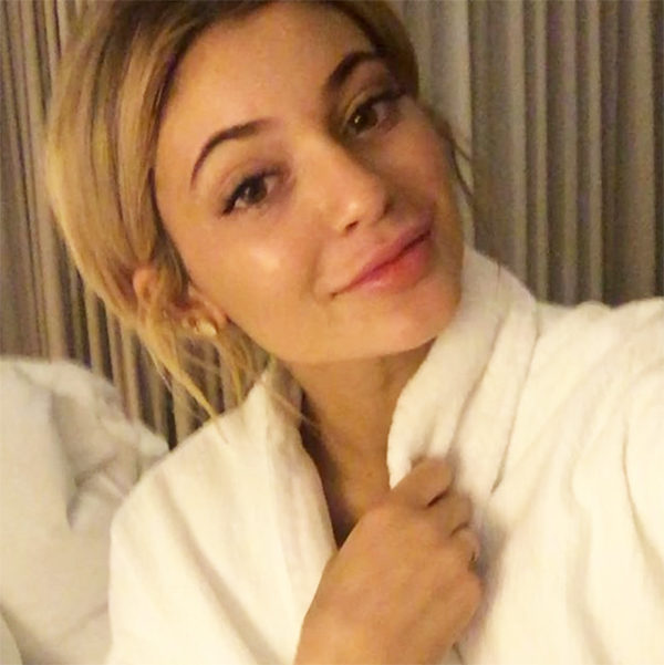 Kylie Jenner Bare Faced Selfie On Snapchat