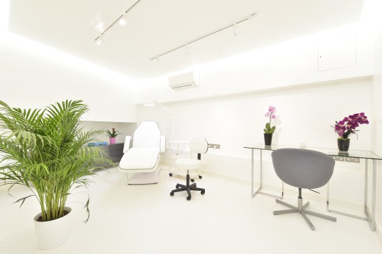 Omiya clinic treatment room