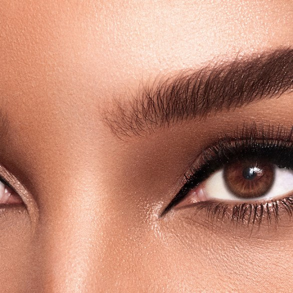 winged eyeliner eyes makeup