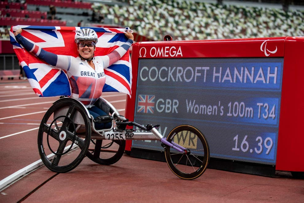 Hannah Cockroft celebrates winning gold in a world record time
