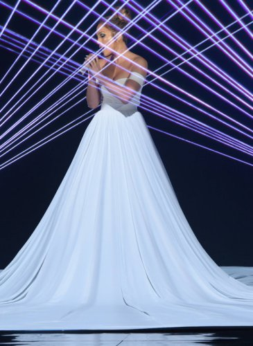 Jennifer-Lopez-White-Ball-Gown-American-Idol (2)