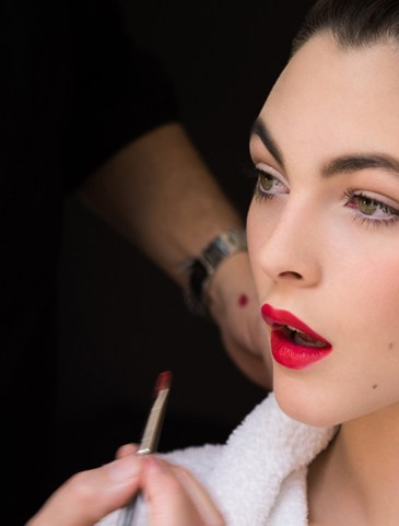 dolce-and-gabbana-makeup-dolce-matte-lipstick-ad-campaign-backstage-3