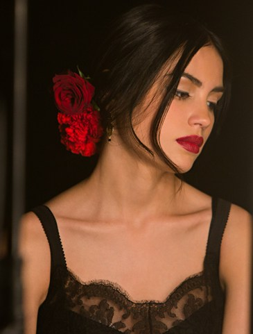 dolce-and-gabbana-makeup-dolce-matte-lipstick-ad-campaign-backstage-7
