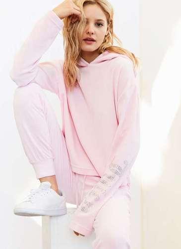 UO X Juicy hoodie.4