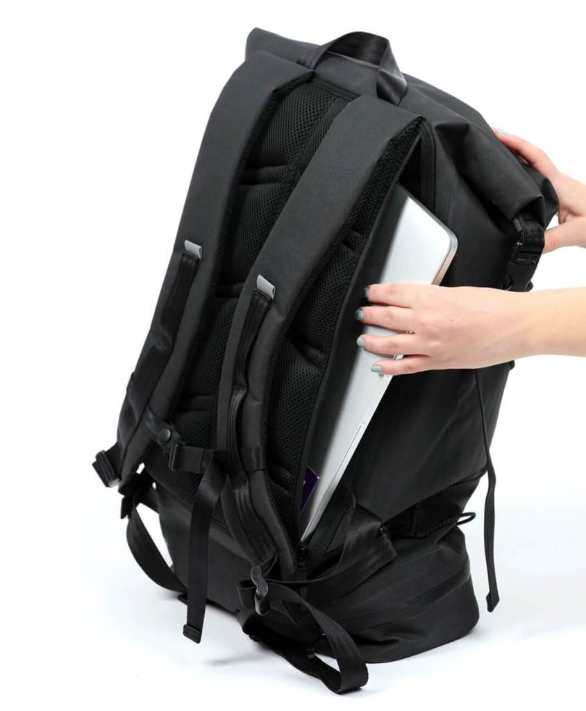 iamrunbox-laptop-compartment-ventilated_1100x