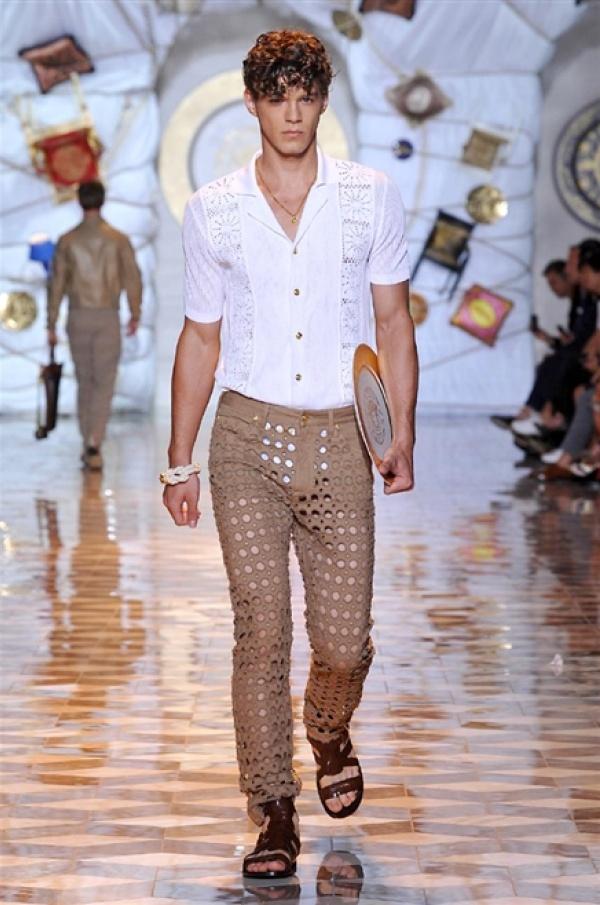 Versace SS15 @ Milan Fashion Week: Men
