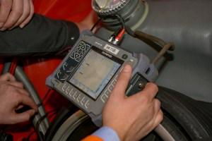 Ultraschallmessung der Blechstärke an einem Porsche RSR