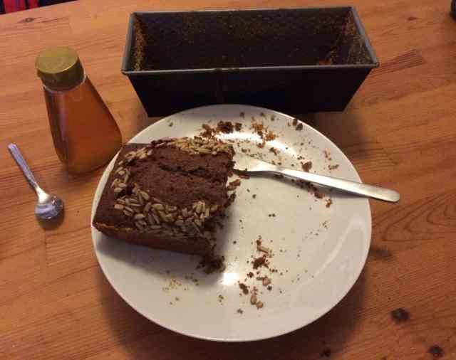 Enda nackdelen med denna chokladkaka är att den är extremt odryg. Mer måttligt goda kakor kan man spara, men den här går åt.