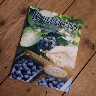 Den här boken är dyr – men innehåller mer fakta om amerikanska blåbär än man någonsin behöver veta.