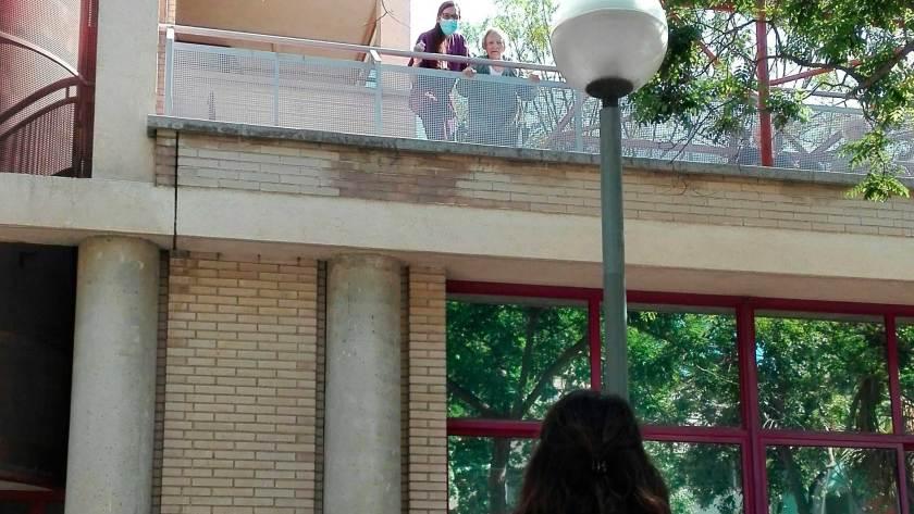 Els balcons dels centres. Després d'ells, calor, color i esperança