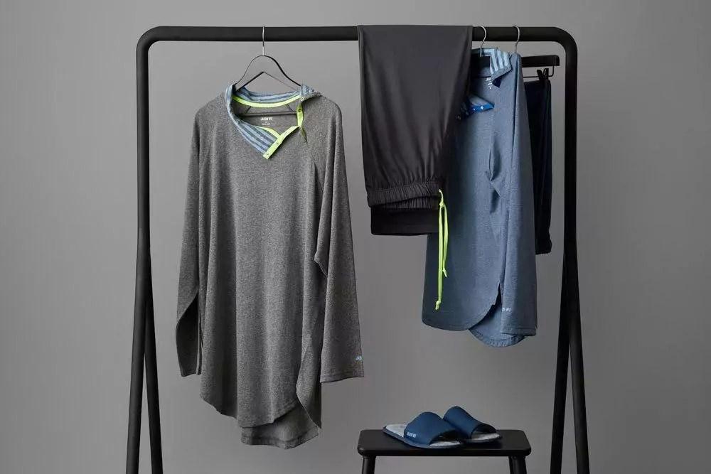 Die neuen EVA Air Pyjama am Hänger. So erkennt man wesentlich mehr Details. Foto: EVA Air