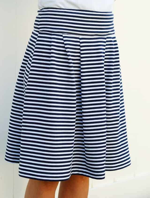 navy-skirt-summer-vertical