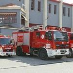 Un vigilante de seguridad apaga un incendio en una sede de la Junta de Andalucía en Jaén