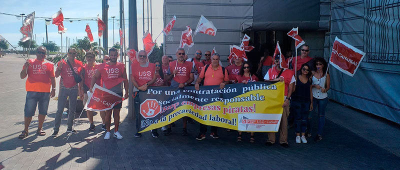 Concentración en el Cabildo de Tenerife por una contratación pública responsable.