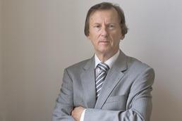 Prof. Dr. Werner Väth ist am 19. November 2012 nach kurzer schwerer Krankheit gestorben. Der Politikwissenschaftler war Vizepräsident der Freien Universität Berlin.