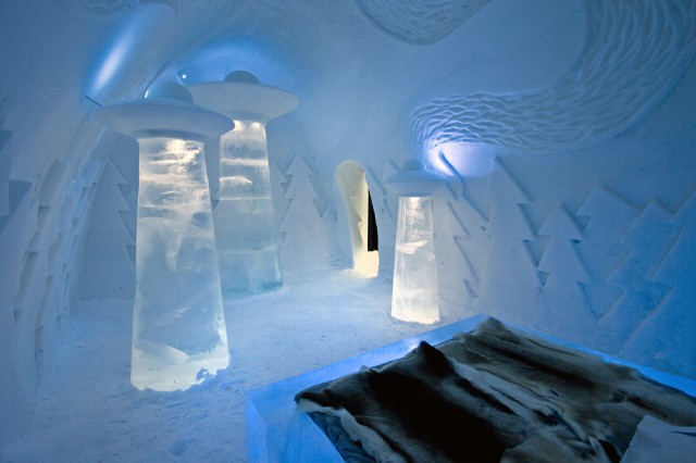 inspiration-ice-hotel-2013-ufo-sweden