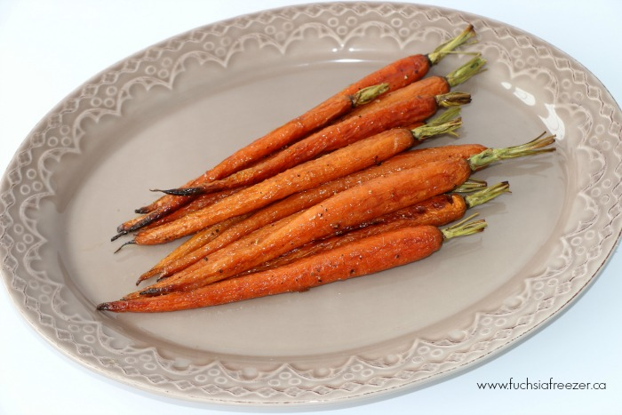 Delicious (and easy) Maple Roasted Carrots. Perfect as a weeknight side, and the kids can help!