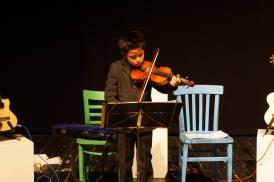 Spezial-Gast Abel spielt Geige