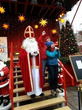 Ein Trio mit 6 Fäusten - weihnachtsmarkt am Kölner Dom