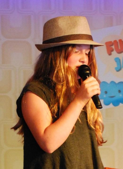 Rosa singt sehr schön