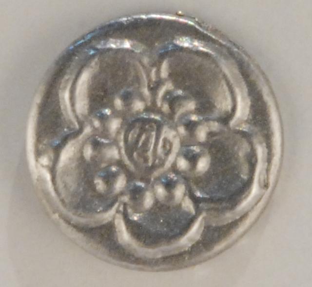 143 Chrysanthemum Pewter Button