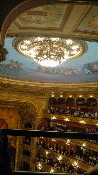 vista do lustre e teto do teatro colon
