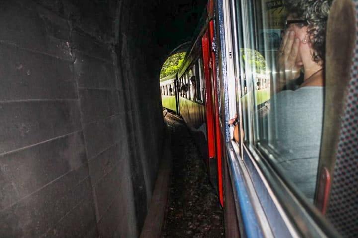 Passeio de trem Curitiba Morretes: trem pela estrada de ferro Paranaguá. Paisagens da Serra do Mar