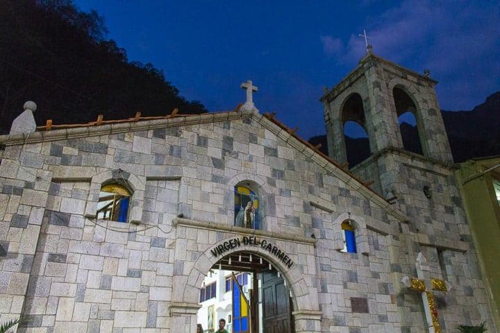 Igreja Virgen del Carmen, Plaza Manco Capac, Águas Calientes