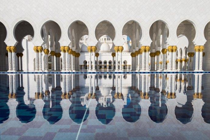 """Sheikh Zayed Mosque, Abu Dhabi Fuji X-E2 . Fuji XF18-55mm . 20,5mm . f/5.6 . 1/1800"""" . ISO 200"""