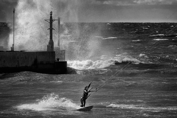 Let's go Angela! – Kitesurfing has taken root over the Polish coast for good! On Photography Angela Pilarska & Fitness Personal Trainer with Angoola Kitesurfing School. Picture taken in Rowy. Fuji XPro-2, XF 100-400, 1/750s, f6.6, ISO 200