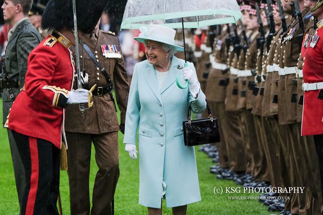 A rainy day at Buckingham Palace with the Fujifilm X-Pro2, ThinkTank Photo and Cotton Carrier